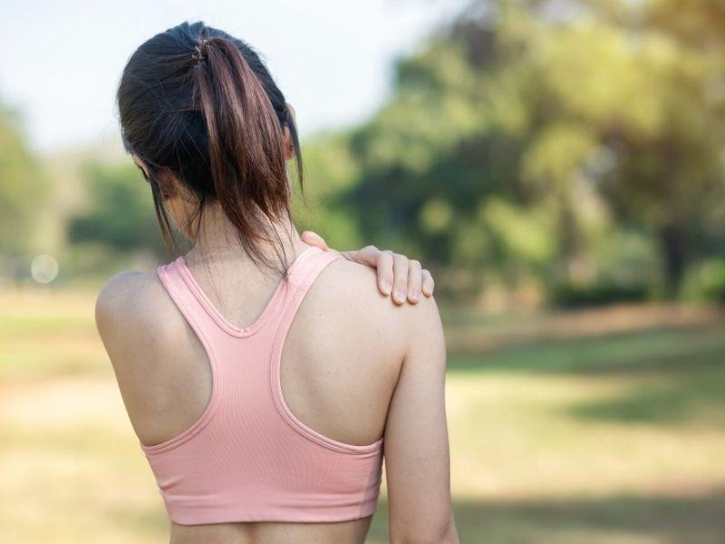 I disturbi alla spalla sono risolvibili con una semplice fisioterapia da uno specialista.